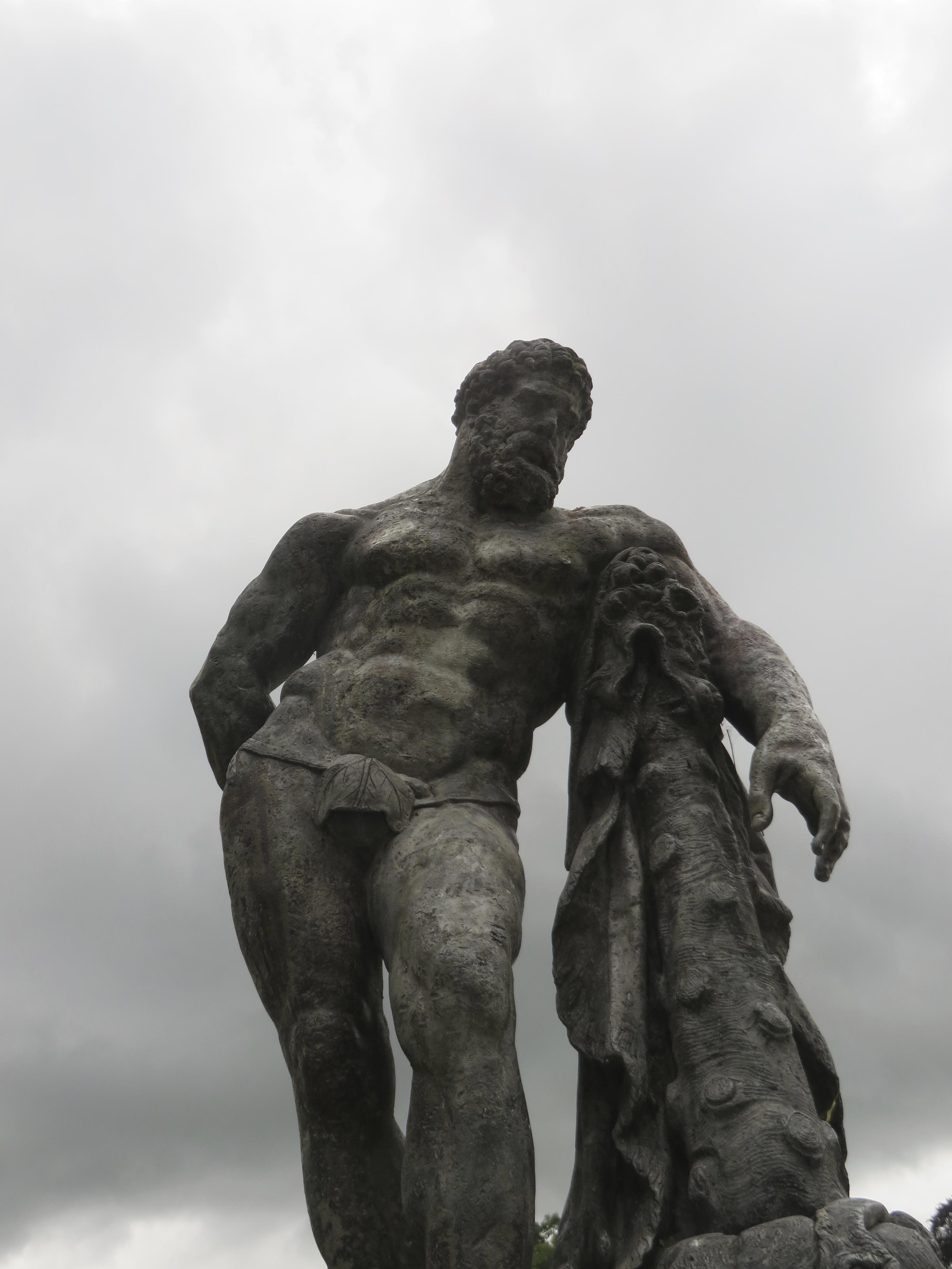 Hercules and his fig leaf